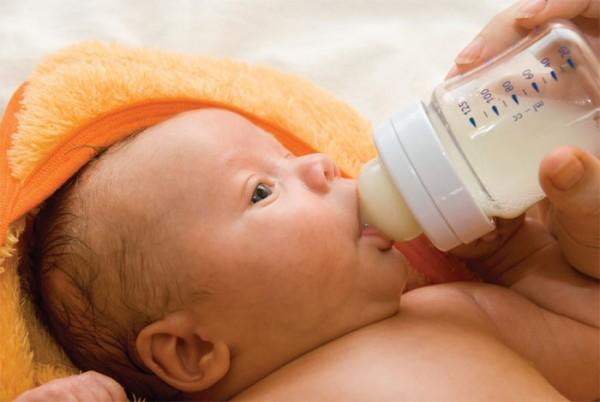 تغذیه کودک از 3 ماهگی