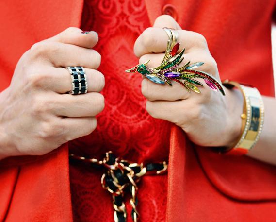 ست جواهرات بالباس قرمز
