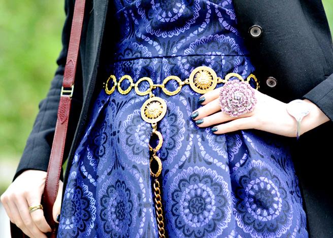 ست جواهرات با پارچه طرح دار سرمه ای