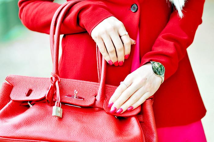 ست کیف وکمربند با لباس قرمز