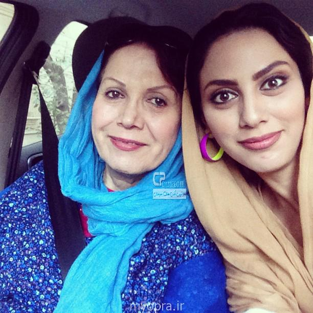 عکس مونا فرجاد و مادرش