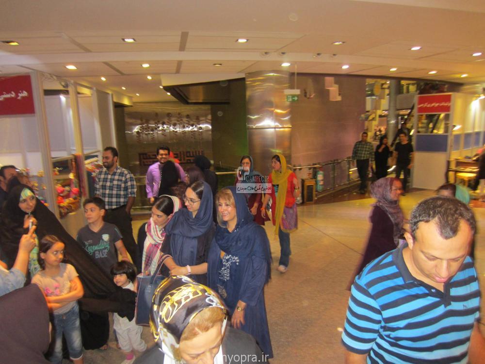 عکس لادن طباطبایی در طلا فروشی اش برج میلاد