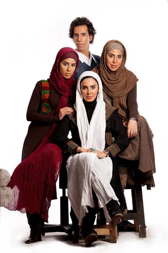 لیلا بلوکات در کنار خواهران و برادرش