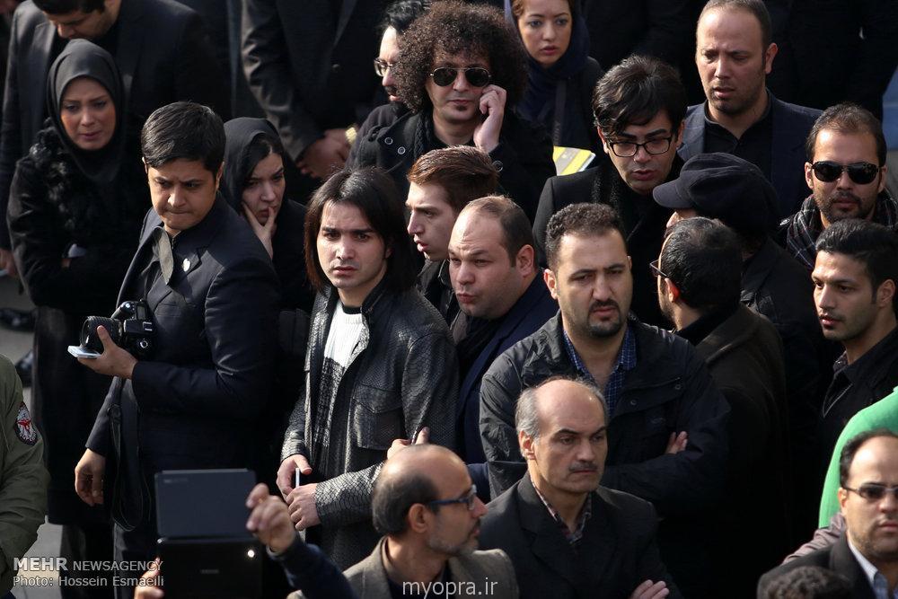 گزارش تصویر از تشییع پیکر مرتضی پاشایی با حضور هنرمندان | مای اپرا مرتضی پاشایی بغض