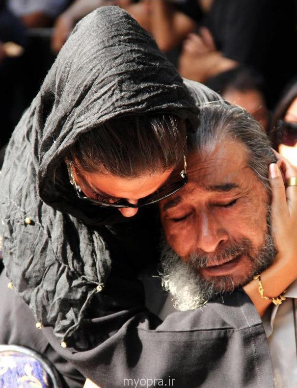 انوشیروان ارجمند در کنار دخترش