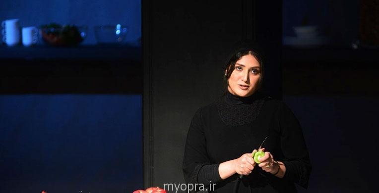 باران کوثری در حال اجرای تئاتر