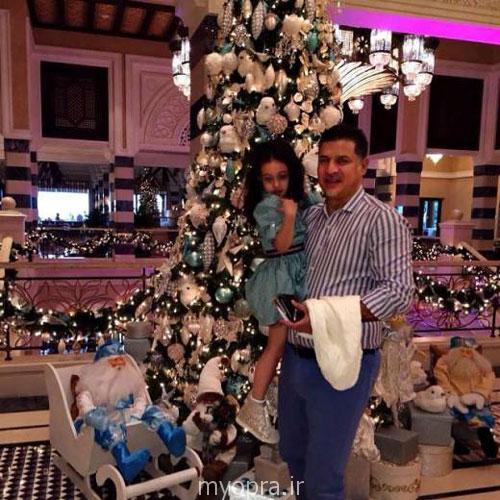 علی دایی و دخترش نورا در کنار درخت کریسمس دی ماه 93