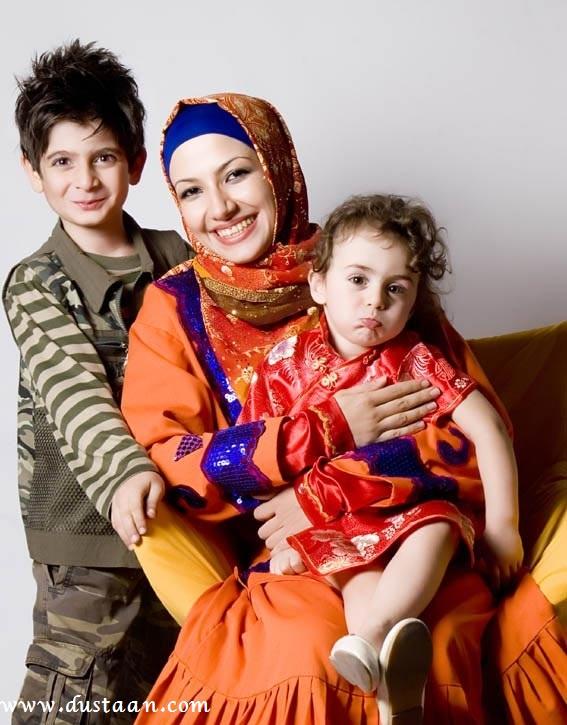 ملیکا زارعی در 25 فروردین 1353 در تهران به دنیا امده است
