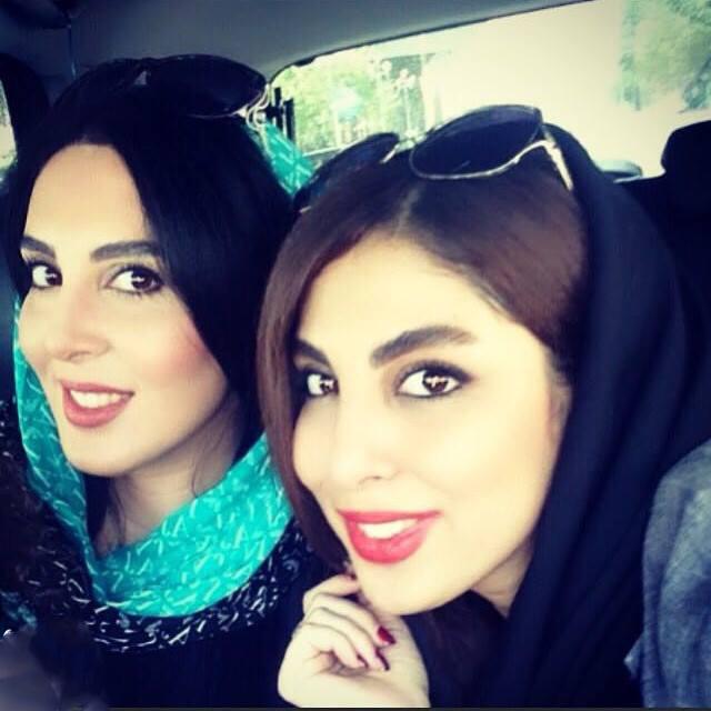 لیلا بلوکات در کنار  خواهرش