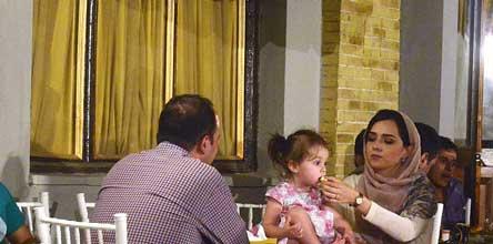 عکس ترانه علیدوستی و دخترش حنا در افطاری شهرزاد
