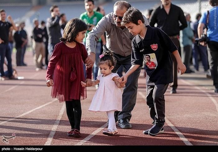 خانواده هادی نوروزی در مراسم تشیع