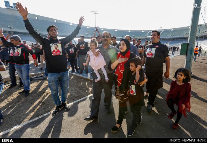 وداع فرزندان و خانواده هادی نوروزی در مراسم تشیع