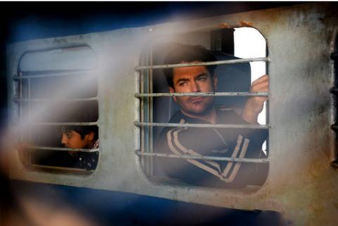 تصاویر محمدرضا گلزار و دیا میرزا در فیلم و پشت صحنه