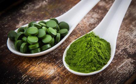 ۱۰ مزیت شگفت انگیز جلبک اسپرولینا برای تناسب و زیبایی