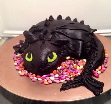 تصاویر تم تولد با کیک اژدها سوار